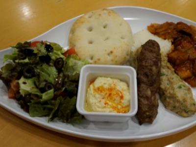 (日本語) パレットゾーンにシリア風料理とシリアの子どもたちが作った千羽鶴がやって来る!